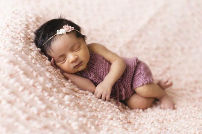 Để tránh tất cả những nguy cơ cho trẻ sơ sinh khi đang ngủ cha mẹ hãy áp dụng ngay cách này - Ảnh 2