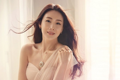 Jang Na Ra trẻ dai nhất Hàn Quốc nhờ đấm vào mặt mỗi ngày - Ảnh 2