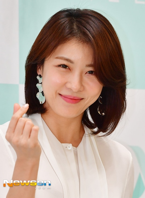 Jang Na Ra trẻ dai nhất Hàn Quốc nhờ đấm vào mặt mỗi ngày - Ảnh 3