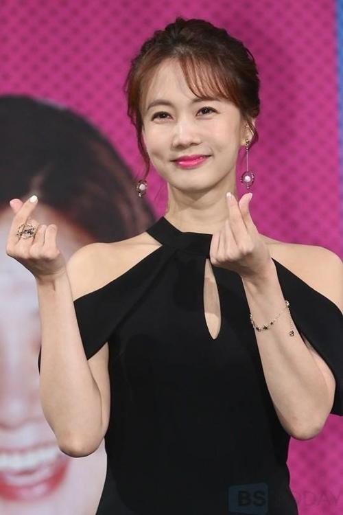 Jang Na Ra trẻ dai nhất Hàn Quốc nhờ đấm vào mặt mỗi ngày - Ảnh 4