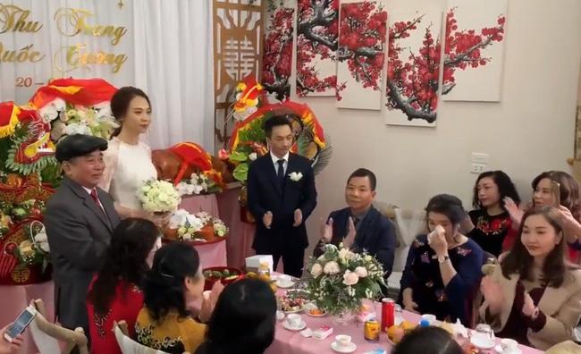 Cận cảnh hình ảnh 'người đàn bà thép' Như Loan - mẹ ruột Cường Đô La - khóc trong lễ hỏi cưới Đàm Thu Trang - Ảnh 1