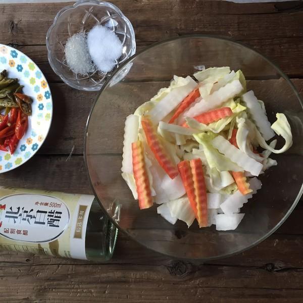 Có 1 cách làm rau củ trộn chua cay tuyệt ngon mà bạn nên học ngay để làm món tủ chống ngán Tết này - Ảnh 1