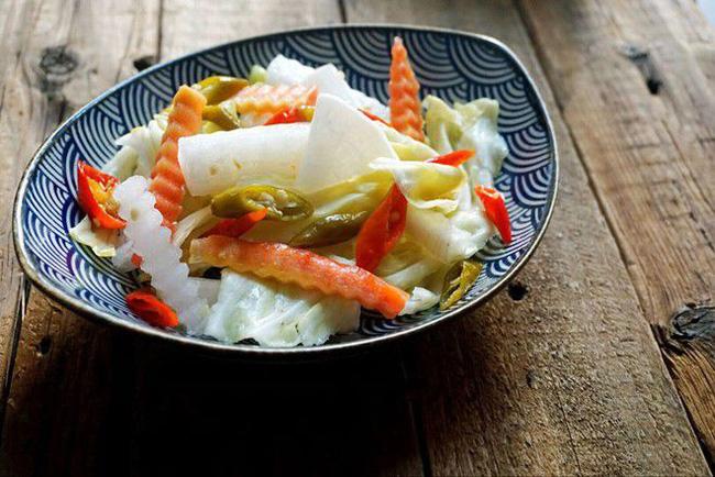 Có 1 cách làm rau củ trộn chua cay tuyệt ngon mà bạn nên học ngay để làm món tủ chống ngán Tết này - Ảnh 6