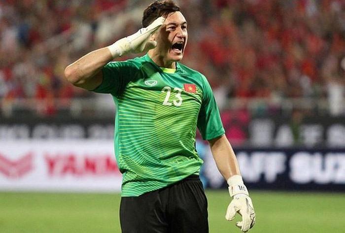 Đặng Văn Lâm tái hiện pha ăn mừng gây sốt ở AFF Cup 2018 - Ảnh 1