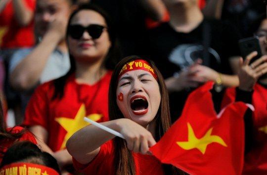 Rưng rưng hình ảnh tuyển Việt Nam phủ đầy quê nhà thầy Park - Ảnh 3