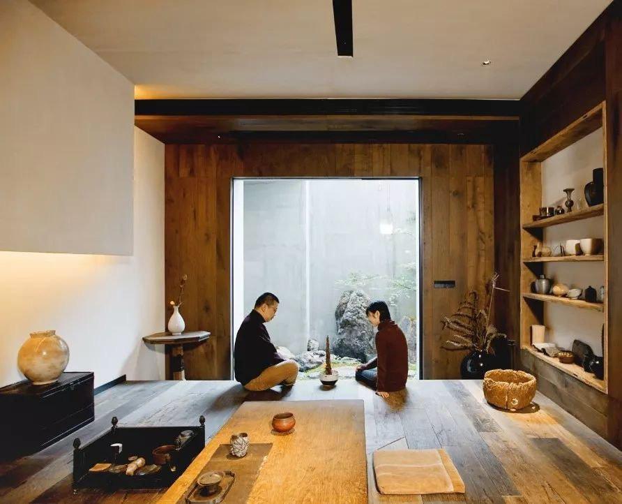 Cặp vợ chồng trẻ cải tạo căn nhà ngoại ô rộng 150m² đã xây cách đây 20 năm thành không gian góc nào cũng đẹp đến cực độ - Ảnh 1
