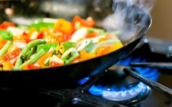 Loạt sai lầm khi nấu ăn ngày Tết rất dễ gây ung thư - Ảnh 3