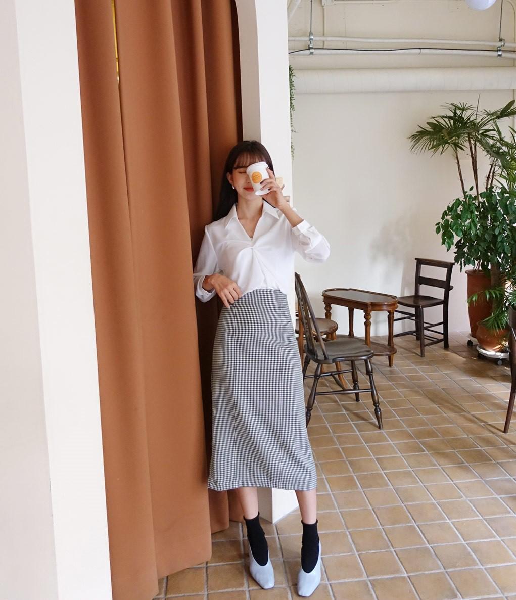 Chuyên nghiệp như chân váy bút chì nhưng không hề kén dáng, chân váy suông chính là item nàng công sở nên sắm ngay - Ảnh 4
