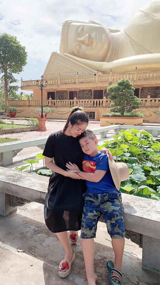Khoe nhan sắc 'vạn người mê' khi mang thai, Lê Phương để lộ thân hình mũm mĩm, bụng nhô cao - Ảnh 2