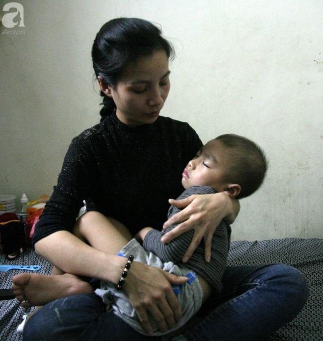 Con trai 4 tuổi mắc ung thư máu và câu hỏi đêm giao thừa trong bệnh viện khiến cha mẹ khóc suốt đêm - Ảnh 1