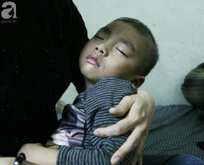 Con trai 4 tuổi mắc ung thư máu và câu hỏi đêm giao thừa trong bệnh viện khiến cha mẹ khóc suốt đêm - Ảnh 2