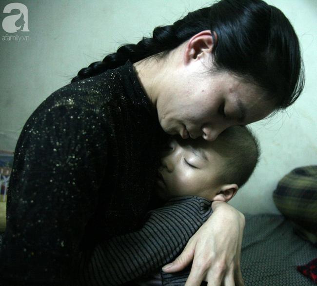 Con trai 4 tuổi mắc ung thư máu và câu hỏi đêm giao thừa trong bệnh viện khiến cha mẹ khóc suốt đêm - Ảnh 3