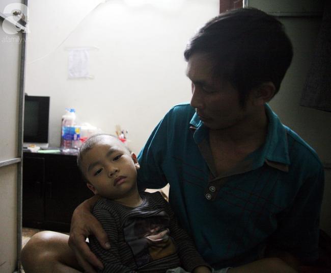 Con trai 4 tuổi mắc ung thư máu và câu hỏi đêm giao thừa trong bệnh viện khiến cha mẹ khóc suốt đêm - Ảnh 9