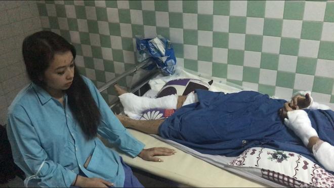 Việt kiều bị tạt axit, cắt gân chân vào mùng 5 Tết: Hành động lạ của người anh trai sau khi trở về Canada - Ảnh 2
