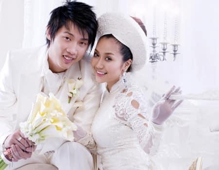 Ốc Thanh Vân tung bộ ảnh cưới cách đây 11 năm, lộ 'bí mật' về chiếc váy cưới cất giữ nhiều năm - Ảnh 1