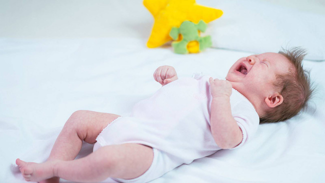 Trẻ sơ sinh nếu không ngủ đủ thì cả mẹ và con sẽ phải đối mặt với rất nhiều nguy cơ cho sức khỏe - Ảnh 1