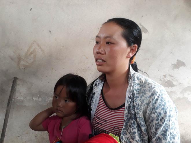 Vụ bé trai lớp 1 tử vong do cô giáo lùi xe: Người nhà đau đớn đến sân trường làm lễ cầu siêu cho cháu - Ảnh 2