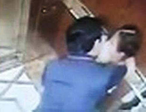 Cựu Viện phó VKS bị khởi tố vì dâm ô bé gái trong thang máy - Ảnh 1