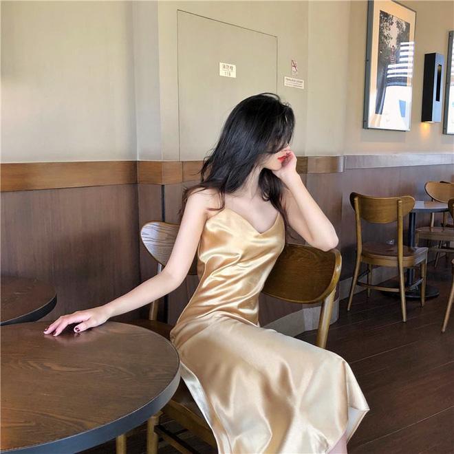 Mát mẻ, sang chảnh lại rất 'lúng liếng', váy lụa hai dây ắt là thứ bạn nên mua hè này - Ảnh 1