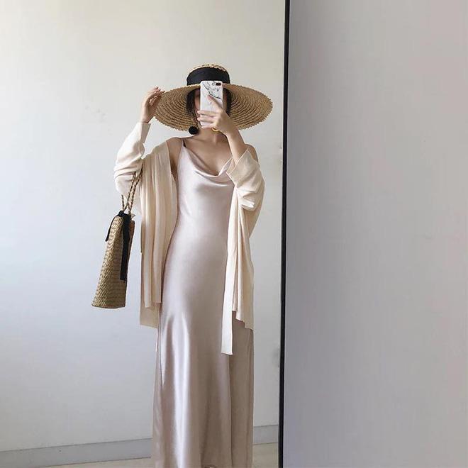 Mát mẻ, sang chảnh lại rất 'lúng liếng', váy lụa hai dây ắt là thứ bạn nên mua hè này - Ảnh 2