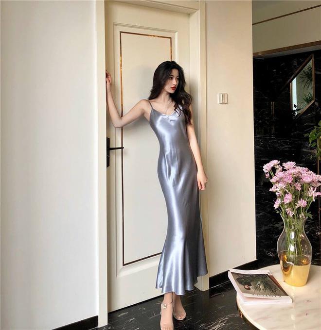 Mát mẻ, sang chảnh lại rất 'lúng liếng', váy lụa hai dây ắt là thứ bạn nên mua hè này - Ảnh 3
