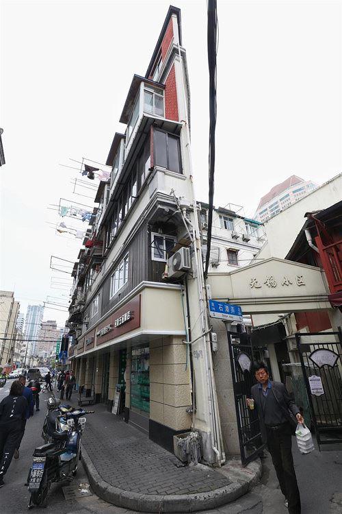 """Toà nhà """"mỏng như tờ giấy"""", chỗ hẹp nhất chỉ 20cm - Ảnh 1"""