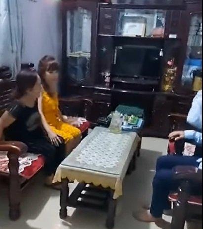 Cô dâu 62 tuổi cùng chồng trẻ lặn lội vào Đồng Nai gặp cô dâu 65 tuổi, giãi bày cách vượt dư luận và giữ hạnh phúc - Ảnh 2