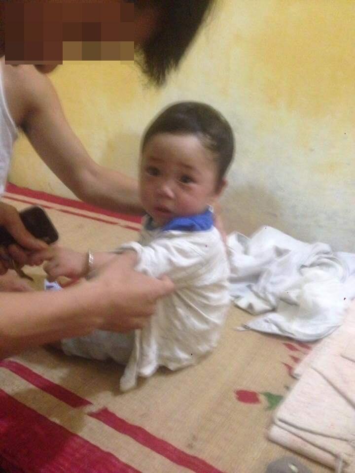 Con trai Bella bầm tím khắp người trong bệnh viện, cư dân mạng phẫn nộ: 'Hãy cứu đứa bé ra khỏi người mẹ này đi' - Ảnh 3