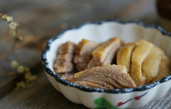 Làm cách này bạn sẽ khử được hoàn toàn mùi hôi và có món thịt vịt luộc ngon tuyệt đối - Ảnh 8