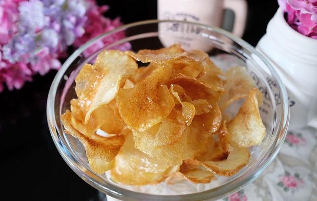Đây là bí quyết làm snack khoai tây mỏng giòn ngon hơn đi mua - Ảnh 7