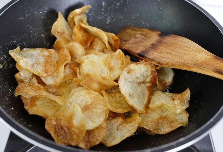 Đây là bí quyết làm snack khoai tây mỏng giòn ngon hơn đi mua - Ảnh 6