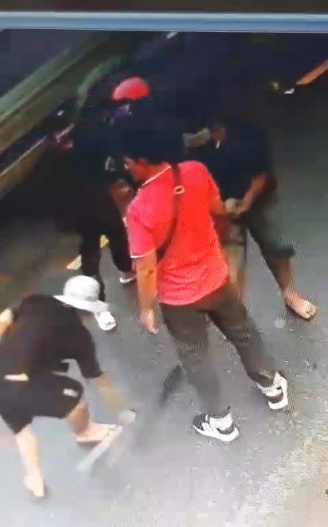 Tiền Giang: Hàng chục giang hồ nổ súng truy sát người dân gây náo loạn - Ảnh 2
