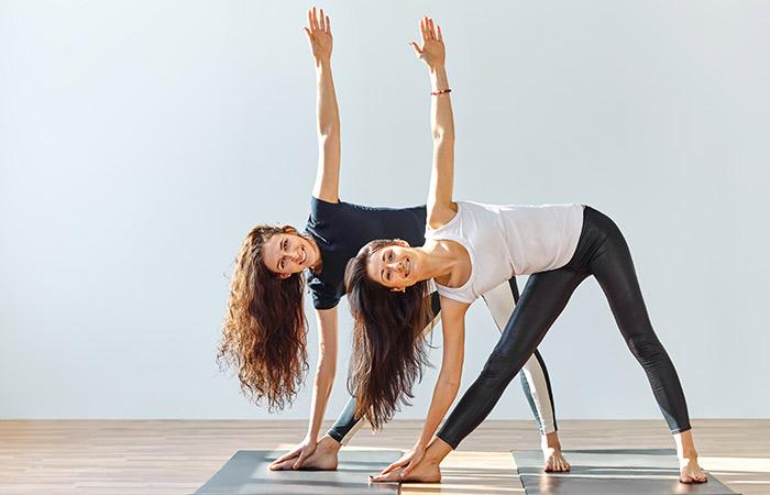 Động tác yoga kích thích đào thải độc tố, thanh lọc cơ thể giúp làn da khỏe đẹp, trẻ hóa từ bên trong - Ảnh 2