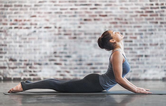 Động tác yoga kích thích đào thải độc tố, thanh lọc cơ thể giúp làn da khỏe đẹp, trẻ hóa từ bên trong - Ảnh 3