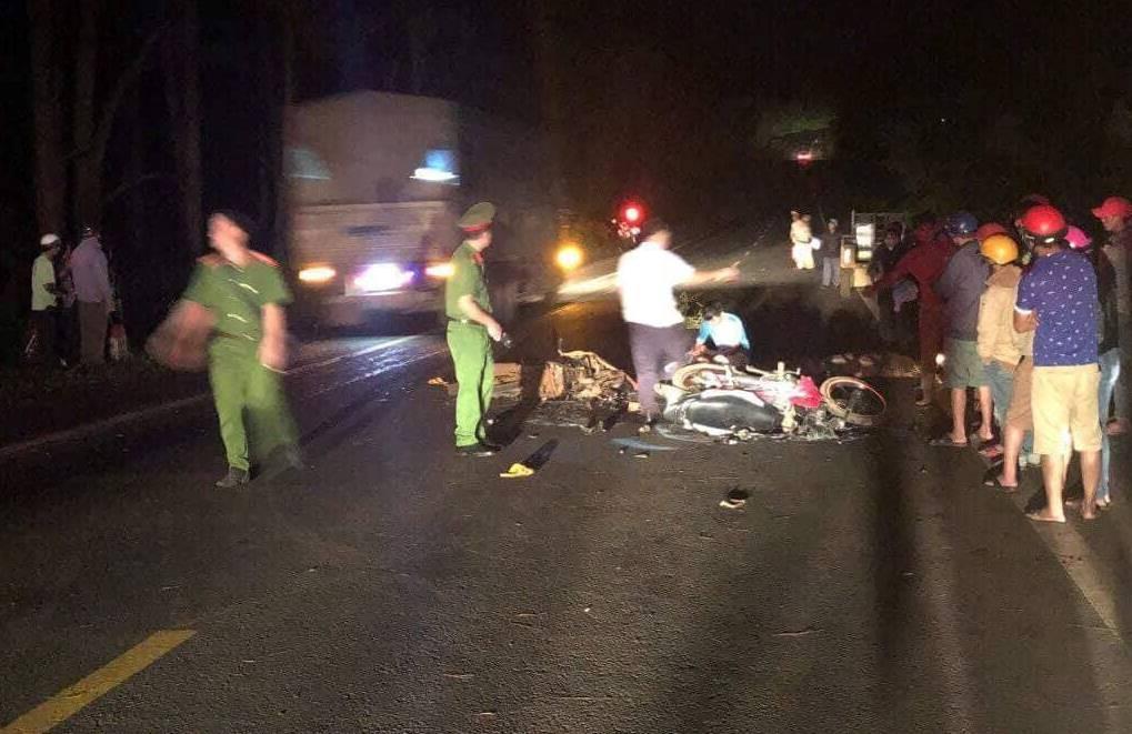 Hai xe máy đối đầu kinh hoàng trong đêm, 2 thanh niên 9x tử vong, 1 người nguy kịch - Ảnh 1