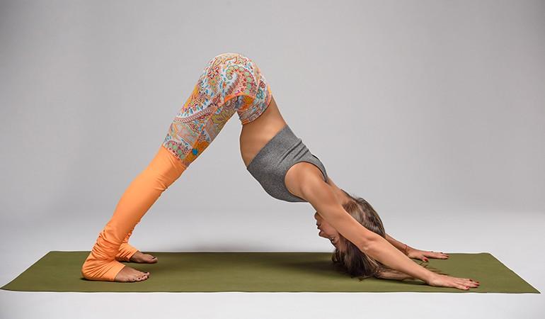 Ngay từ tối nay tập ngay 8 tư thế yoga này để sở hữu bụng phẳng, eo thon săn chắc - Ảnh 1