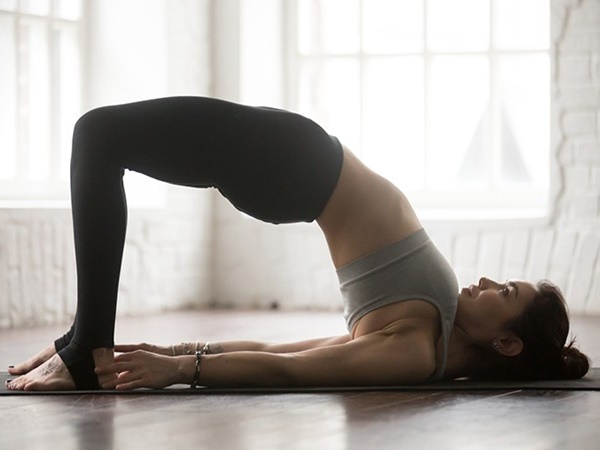 Ngay từ tối nay tập ngay 8 tư thế yoga này để sở hữu bụng phẳng, eo thon săn chắc - Ảnh 6