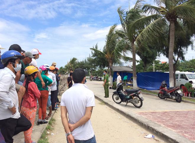 Thi thể nam thanh niên nổi trên vùng biển Đà Nẵng - Ảnh 1