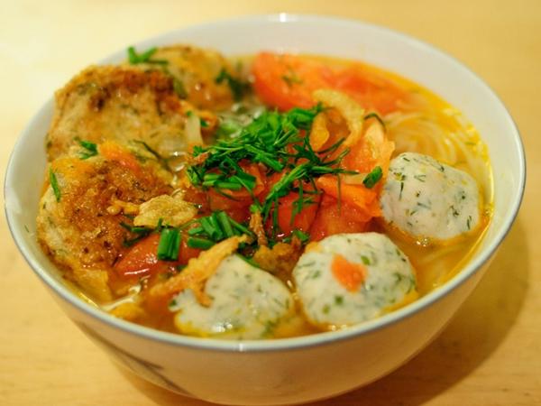 Bật mí cách nấu bún chả cá ngon lành cho bữa sáng - Ảnh 1