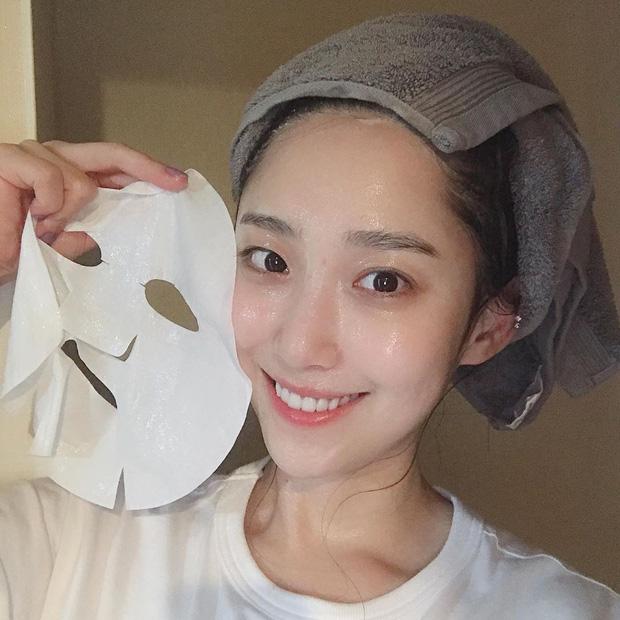 Hoa hậu Đỗ Mỹ Linh đắp mặt nạ giấy mỗi ngày, giúp cấp ẩm tốt hay chỉ khiến da quá tải? - Ảnh 3