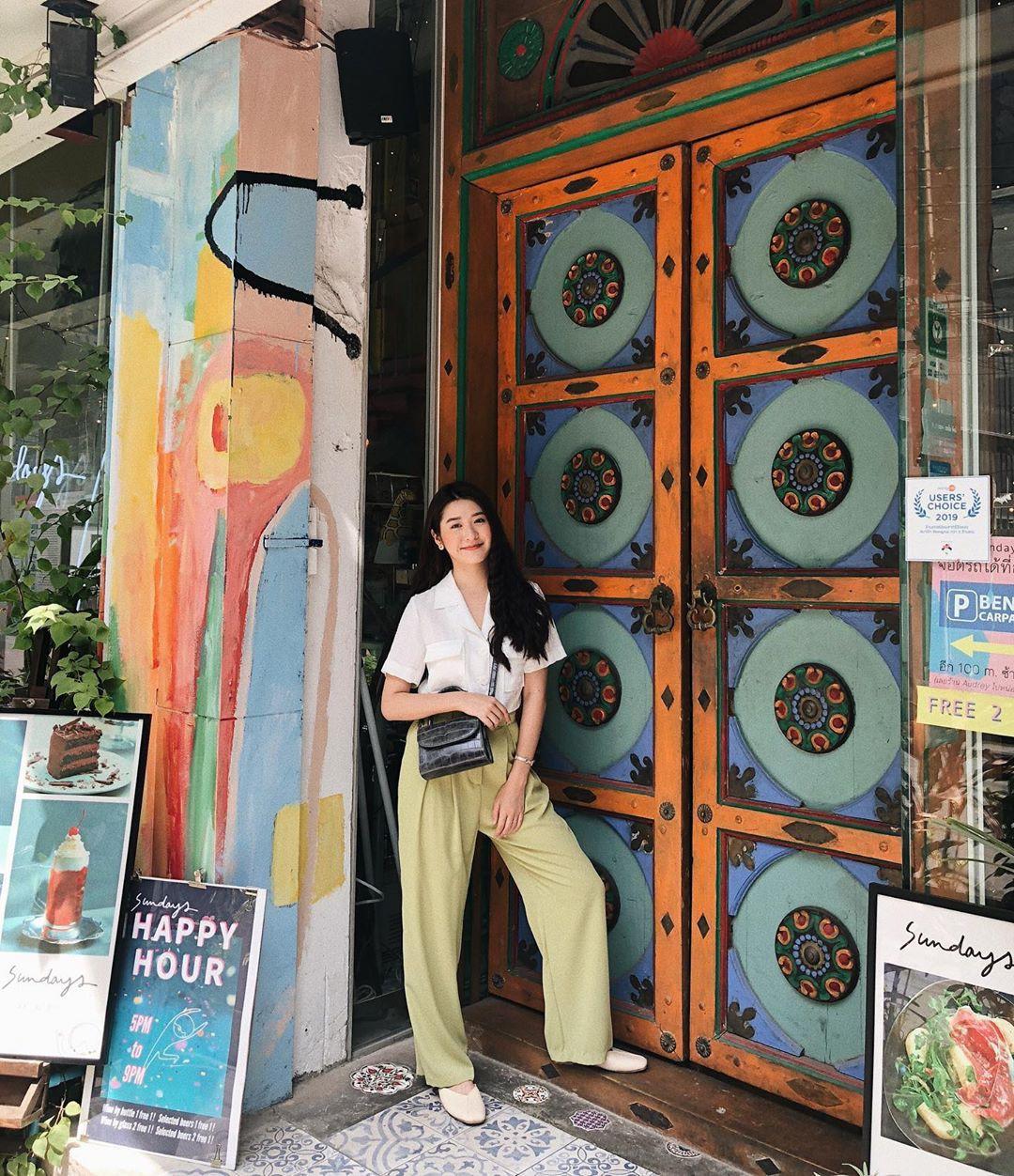 Street style Châu Á: Chẳng cầu kỳ, chỉ với vài ba món đồ công sở đơn giản mà vẫn mãn nhãn người nhìn - Ảnh 1