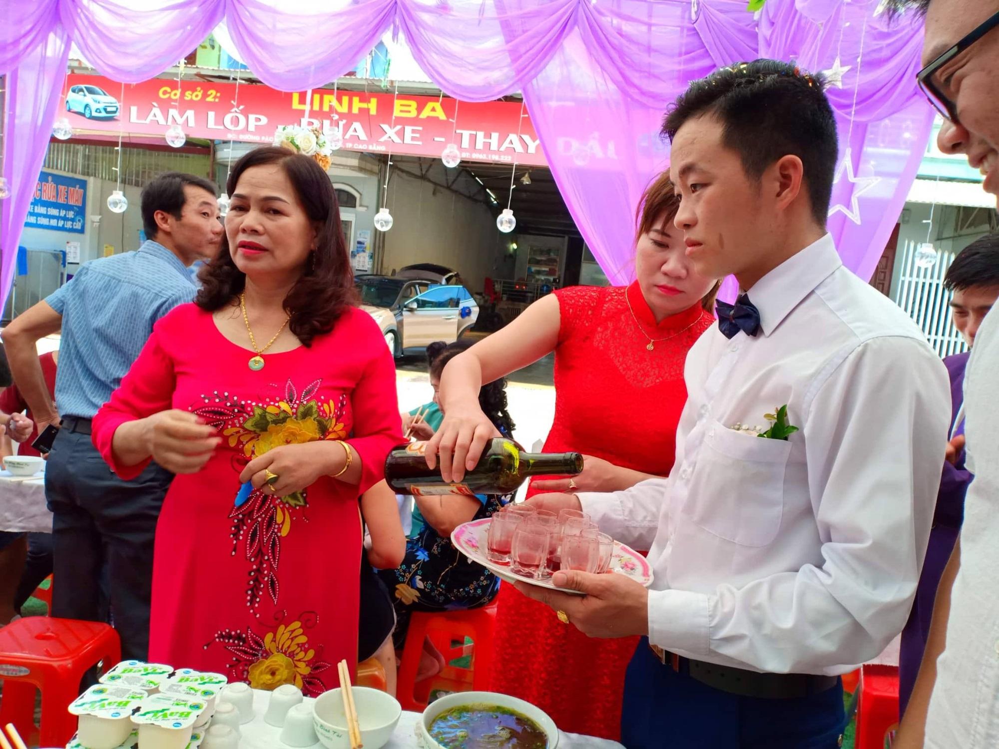 Chú rể 26 ở Cao Bằng căng thẳng trong đám cưới cô dâu 61 tuổi - Ảnh 6
