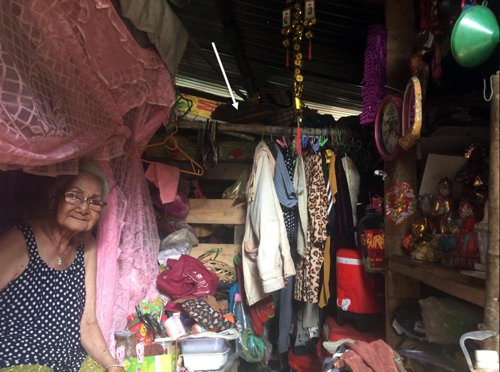 Người phụ nữ Sài Gòn một thời giàu có, 94 tuổi sống gầm cầu, bán vé số - Ảnh 4