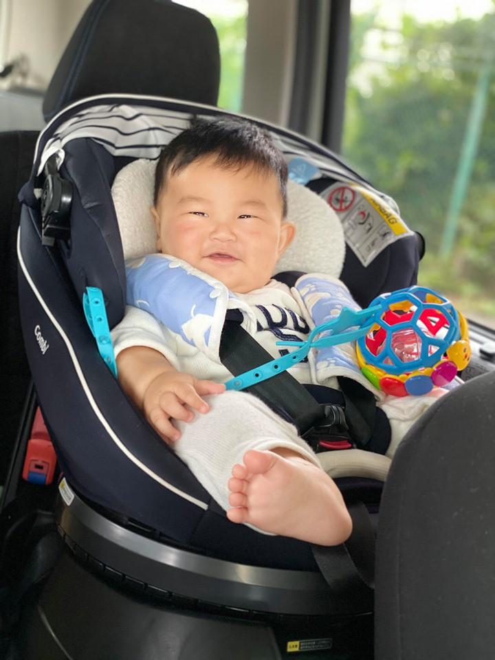 Muôn vàn tư thế ngủ của em bé 'sumo' khiến cư dân mạng không ngừng 'thả tim' - Ảnh 11