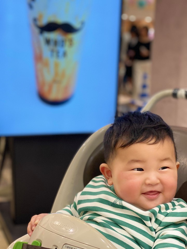 Muôn vàn tư thế ngủ của em bé 'sumo' khiến cư dân mạng không ngừng 'thả tim' - Ảnh 9