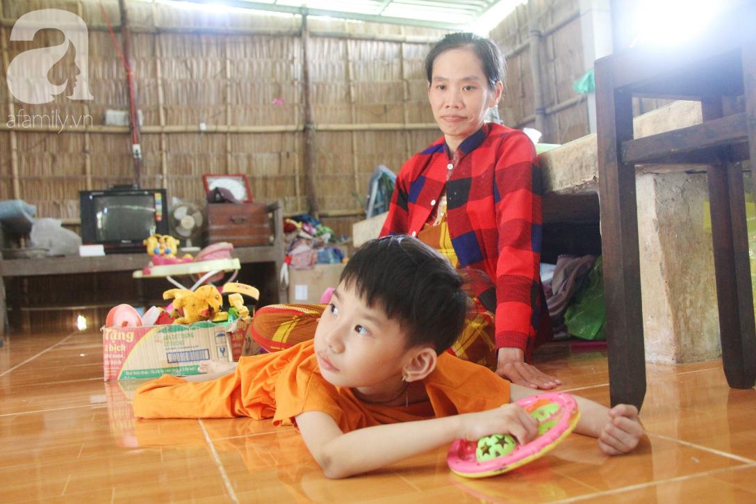 Bố bỏ từ khi chưa sinh ra, bé gái 5 tuổi bại não sống cùng người mẹ tật nguyền cầu xin một lần được chữa bệnh - Ảnh 12