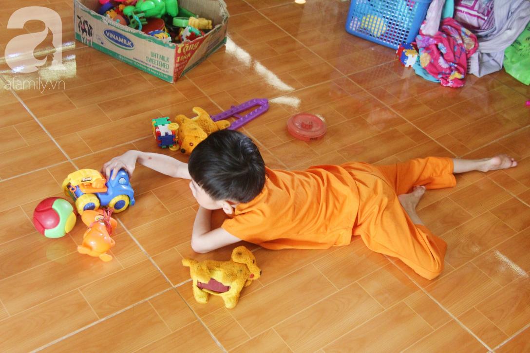 Bố bỏ từ khi chưa sinh ra, bé gái 5 tuổi bại não sống cùng người mẹ tật nguyền cầu xin một lần được chữa bệnh - Ảnh 2