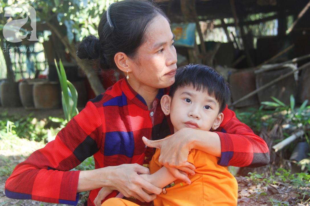 Bố bỏ từ khi chưa sinh ra, bé gái 5 tuổi bại não sống cùng người mẹ tật nguyền cầu xin một lần được chữa bệnh - Ảnh 3