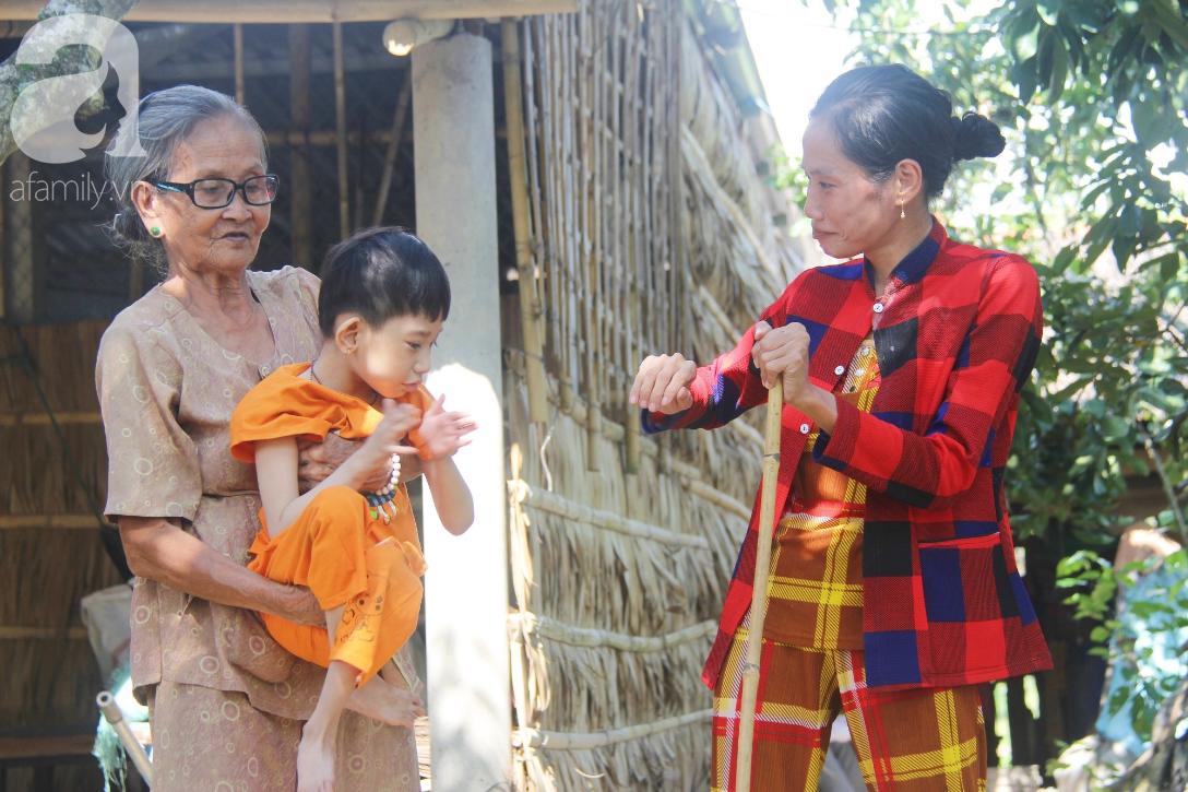 Bố bỏ từ khi chưa sinh ra, bé gái 5 tuổi bại não sống cùng người mẹ tật nguyền cầu xin một lần được chữa bệnh - Ảnh 8