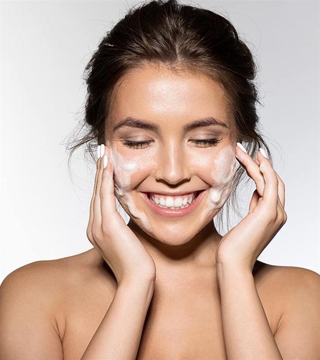 Hướng dẫn rửa mặt đúng cách với quy trình 6 bước - Ảnh 1